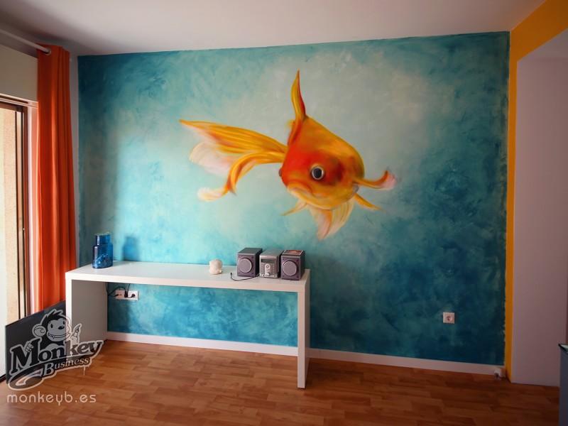 graffiti interior drapeado azul de fondo y pez pintado en graffiti
